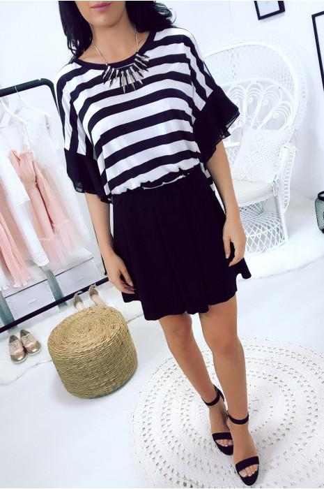 Tee-shirt marinière noir avec manche fantaisie et collier en supplément. Top MC1724