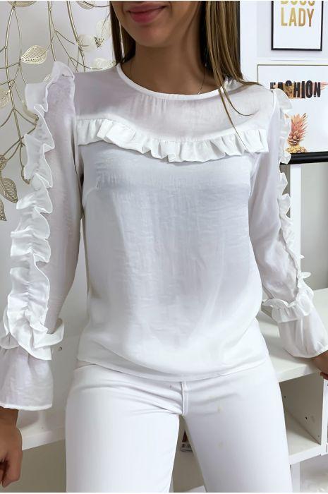Witte blouse van glanzende stof met franjes op de buste en mouwen