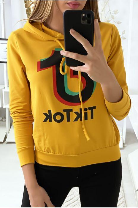 Mosterdgeel sweater met Tik Tok logo