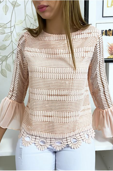 Roze met kant gevoerde blouse met volant op de mouwen