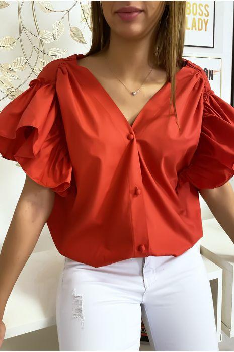 Rode overhemdblouse met knopen aan de voorkant met ruches aan de mouwen en geplooid op de schouders