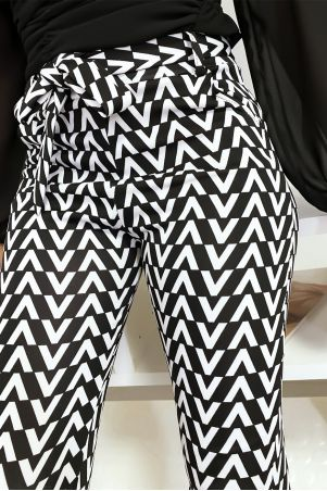 Black and white V pattern slim pants with pocket and belt