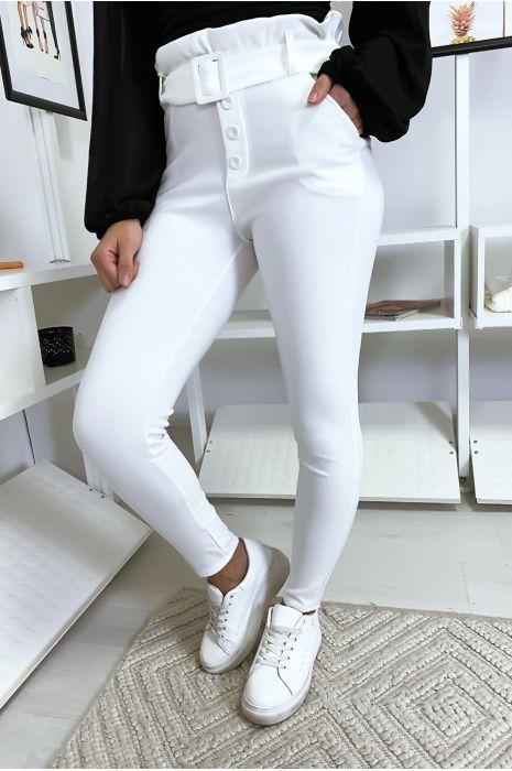 Pantalon slim taille haute en blanc avec poche boutons et ceinture