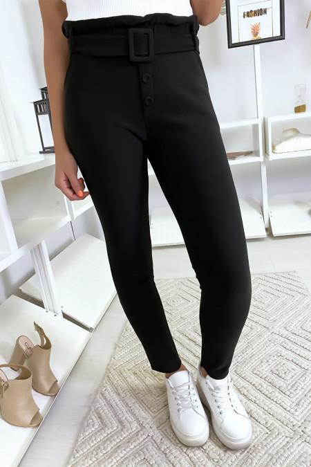 Zwarte slanke broek met hoge taille, knoopzak en riem