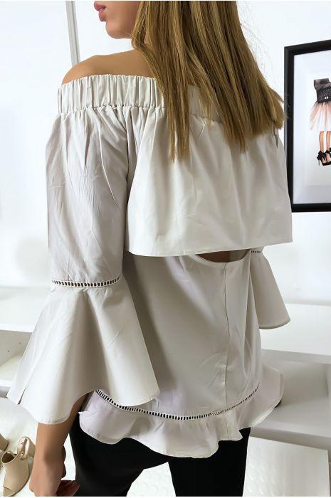 Beige blouse met ruche en opening aan de achterkant