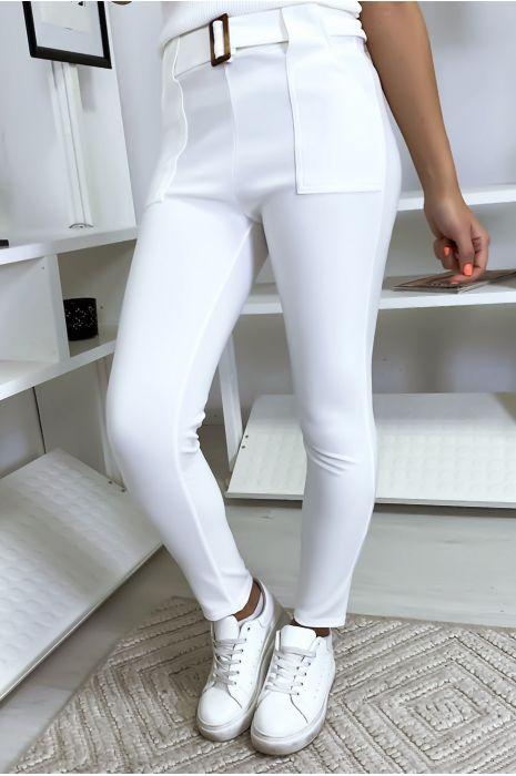 Witte slanke broek met zak en riem