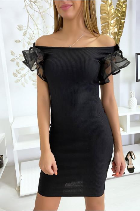 Zwarte ribgebreide jurk met ruches en vlinder op de schouders