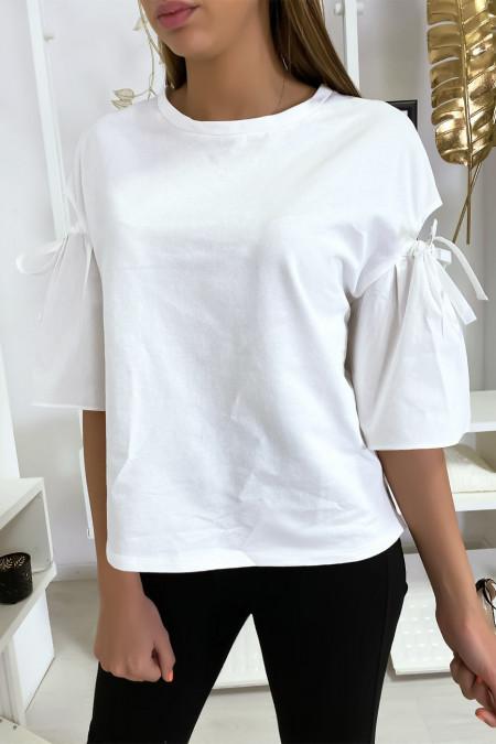 Witte bi-materiaal top met blote pofmouwen