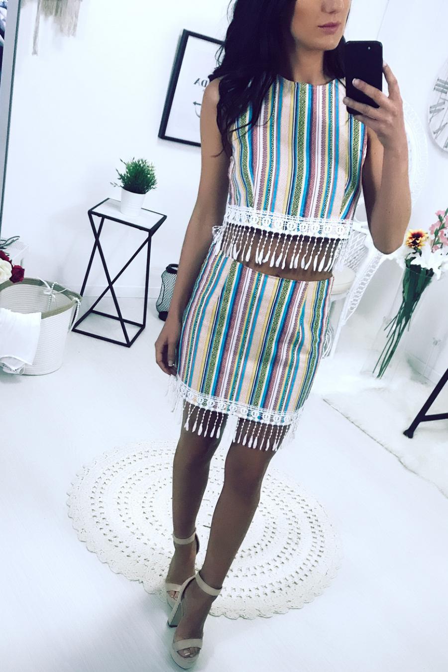 Striped Aztec pattern top. Woman 6103