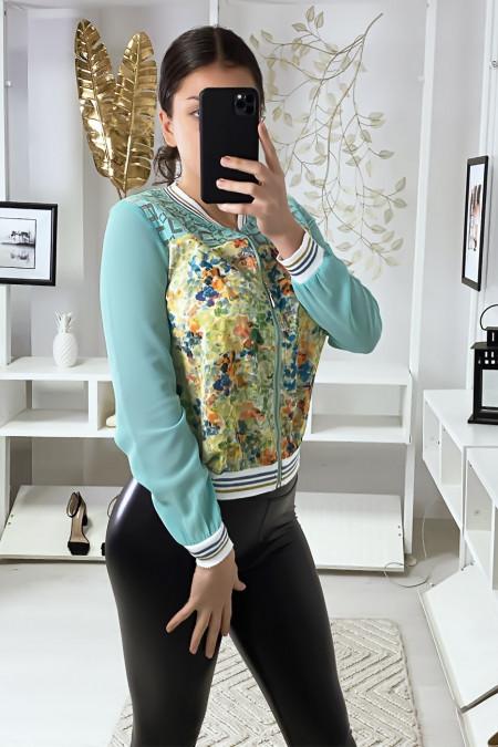 Klein licht jasje in turquoise crêpe met patroon