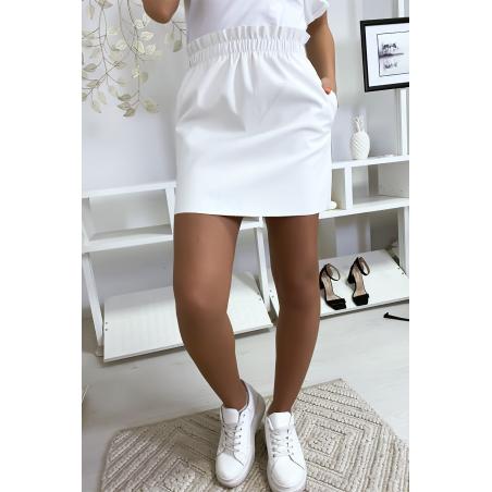 Jupe en simili blanc avec poche et élastique à la taille