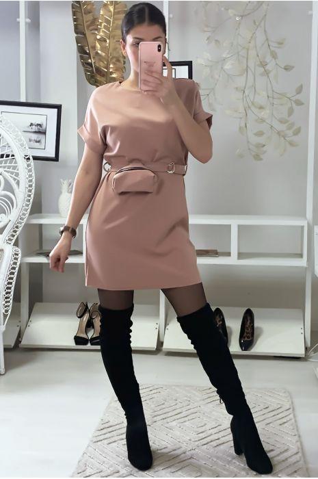 Robe rose très chic avec pochette