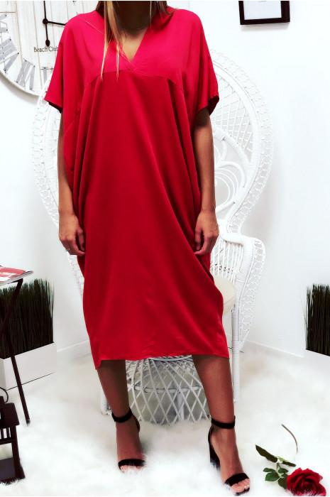 Robe rouge longue et ample