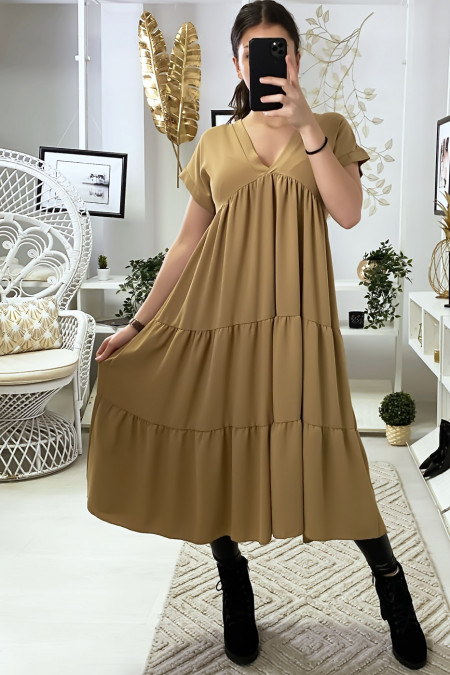Longue robe tunique col V à volant en camel