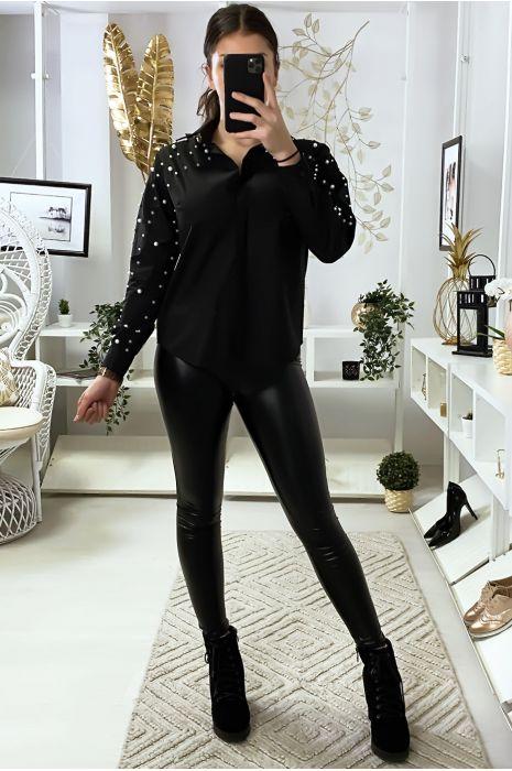 Zwart overhemd met parels op de mouwen en schouders