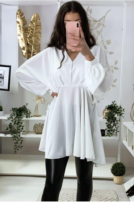 Robe tunique blanche col V avec plis à l'avant