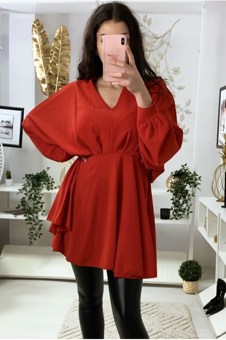 Robe tunique rouge col V avec plis à l'avant