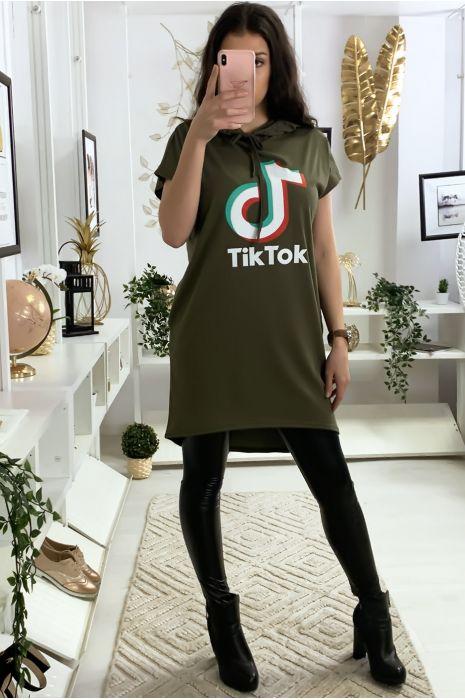 Tunique à capuche kaki avec écriture tik tok et capuche