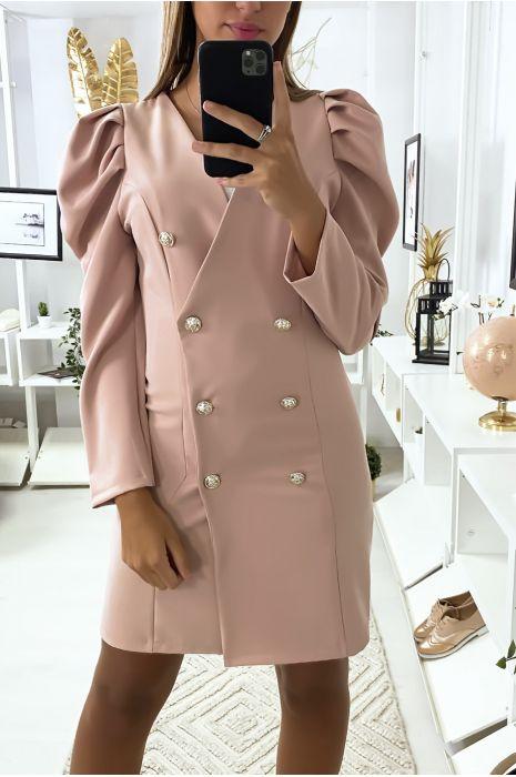 Mooi roze jasje met dubbele rij knopen en gepofte schouders