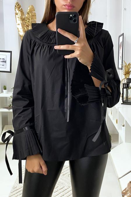 Blouse noir avec plissé au col et aux manches