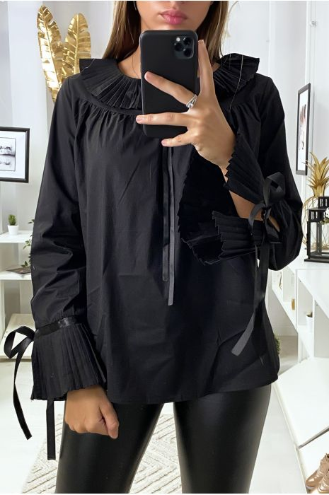 Zwarte blouse met geplooide kraag en mouwen