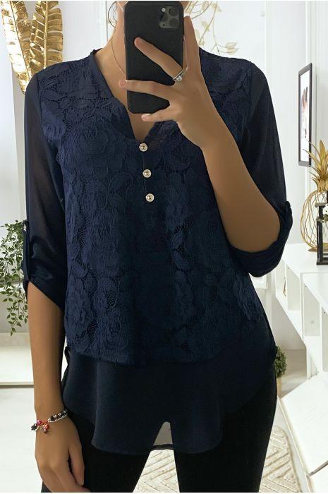 Navy blouse met kant aan de voorkant en 3 knoopjes