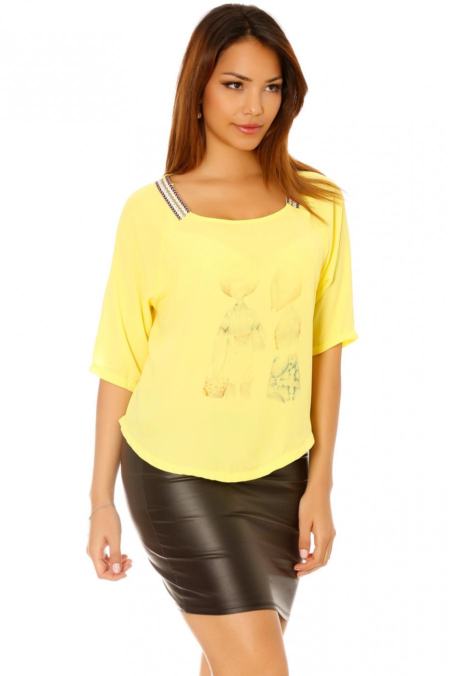 Top jaune avec dessin devant et motif aztèque aux épaules. Haut petit prix 5560