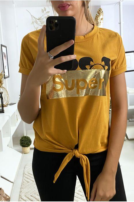 Tee shirt moutarde avec écriture SUPER et noeud devant