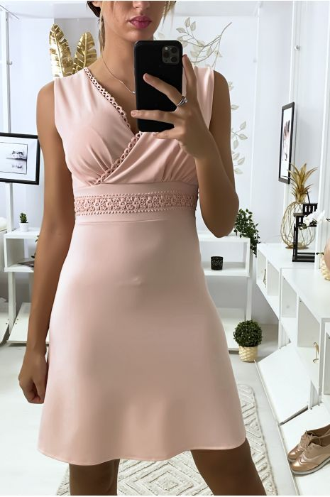 Roze gekruiste jurk met kant in de taille