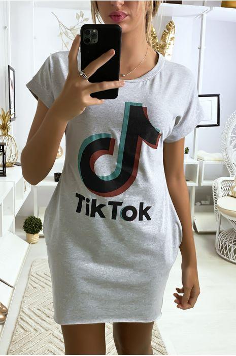 Robe tee shirt gris avec poche et écriture TIKTOK