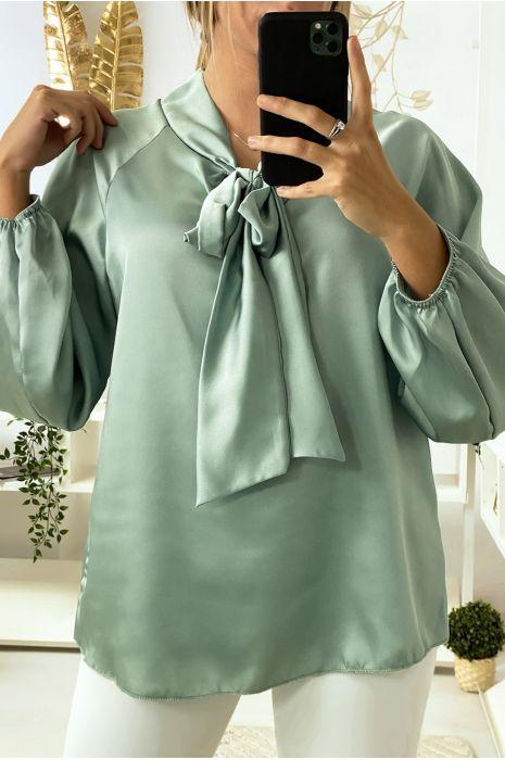 Satijnen aquagroene blouse met strik bij kraag