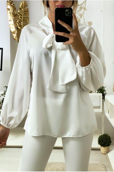 Witte satijnen blouse met strik bij kraag