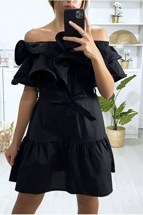 Zwarte jurk met boothals met ruches en riem