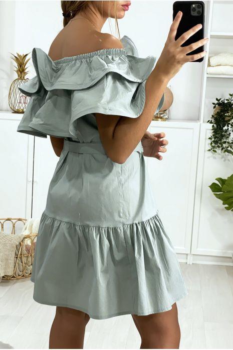 Grijze jurk met boothals met ruches en riem