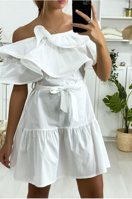 Witte jurk met boothals met ruches en riem