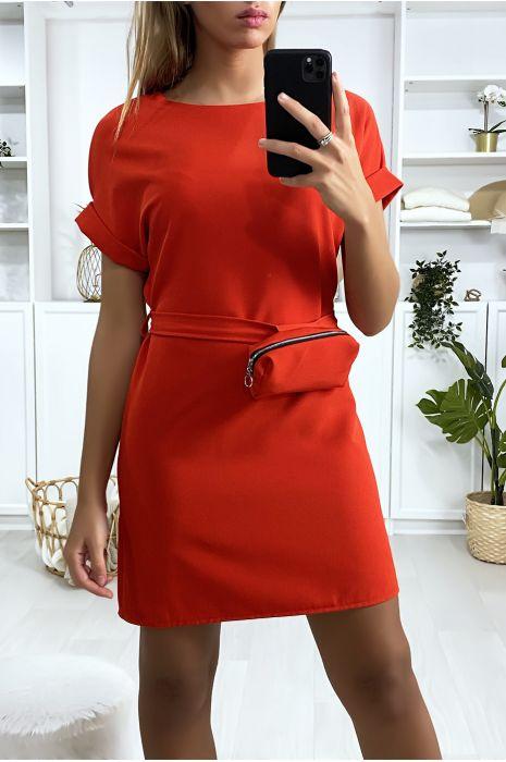 Robe rouge très chic avec pochette
