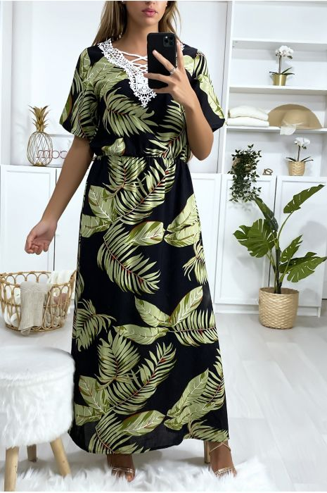 Longue robe noir motif feuilles avec broderie au buste