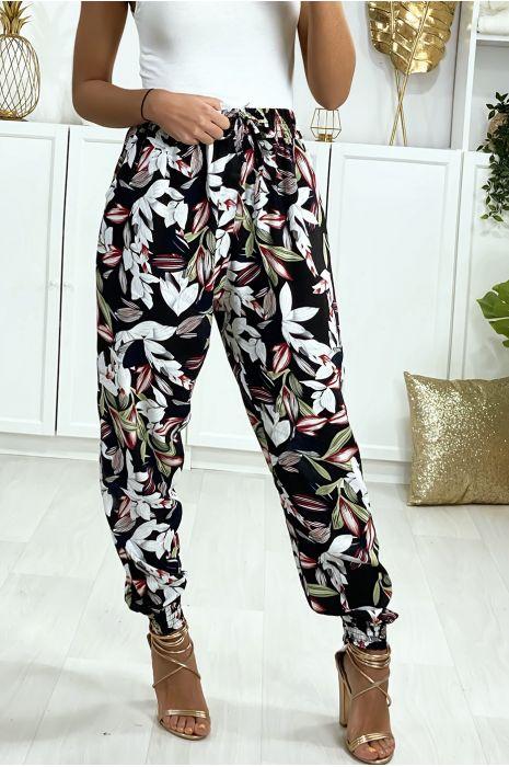 Zwarte broek met bloemenpatroon elastiek bij de enkels met steekzakken