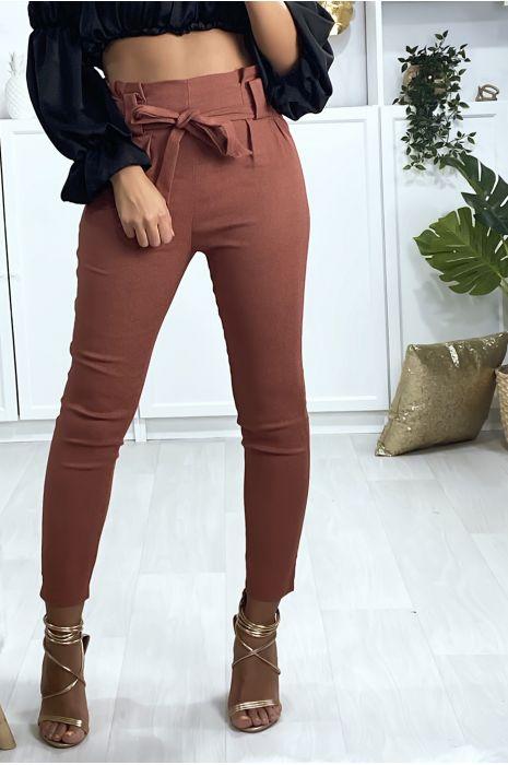 Pantalon cigarette cognac avec ceinture et plis