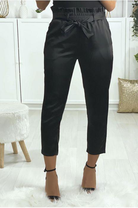 Pantalon cigarette noir satiné avec ceinture et poches