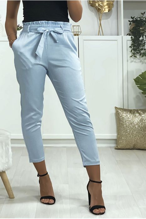 Pantalon cigarette bleu turquoise satiné avec ceinture et poches