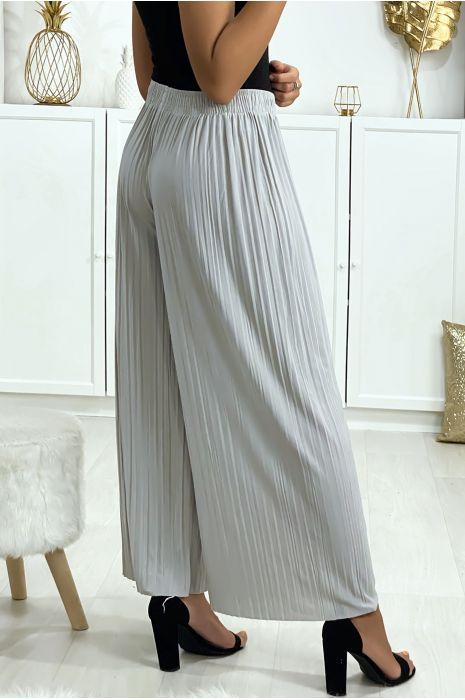 Pantalon palazzo plissé en gris. Mode femme