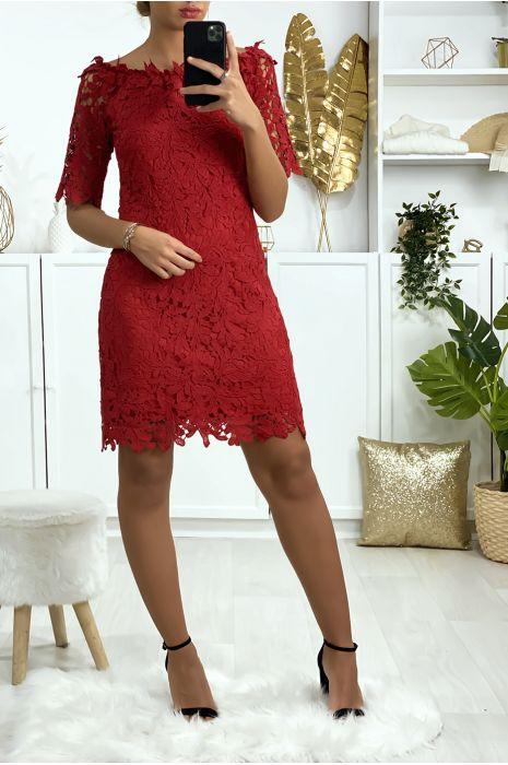 Bordeauxrode jurk met boothals en zeer chique gevoerd kant