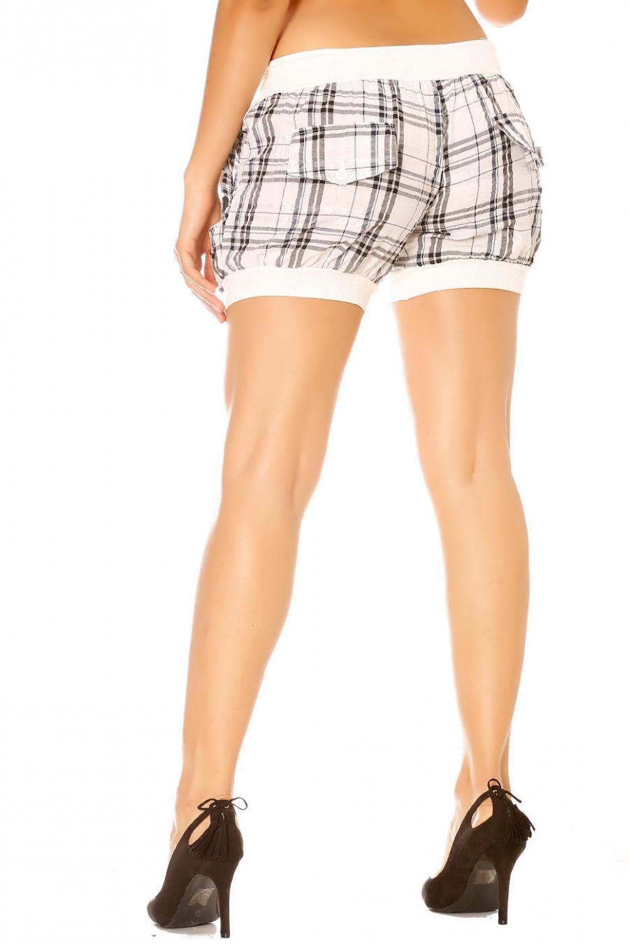 Short à carreaux blanc avec liens devant.