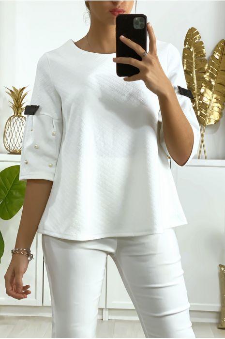 Witte blouse 3/4 mouw met parel en zwart lint aan de mouwen en rug
