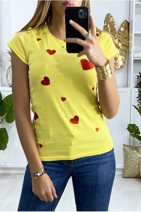 Tee-shirt jaune avec motif coeur brodé en rouge