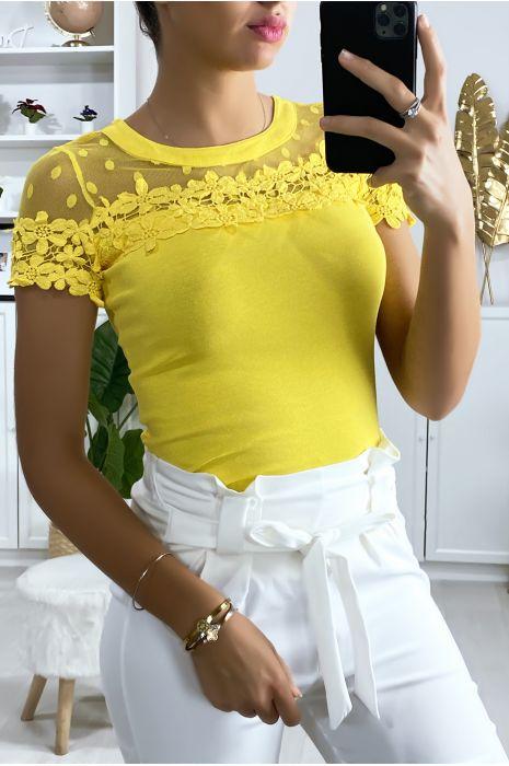 T-shirt jaune avec buste en tulle et dentelle
