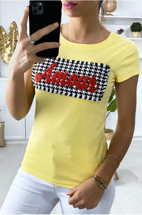 Tee-shirt jaune avec morceaux et écriture Amour