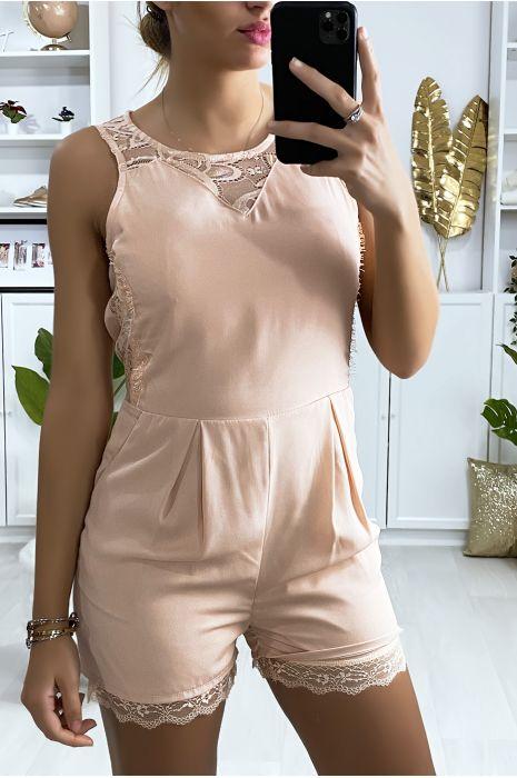 Korte jumpsuit in roze met kant en sluiting aan de achterkant