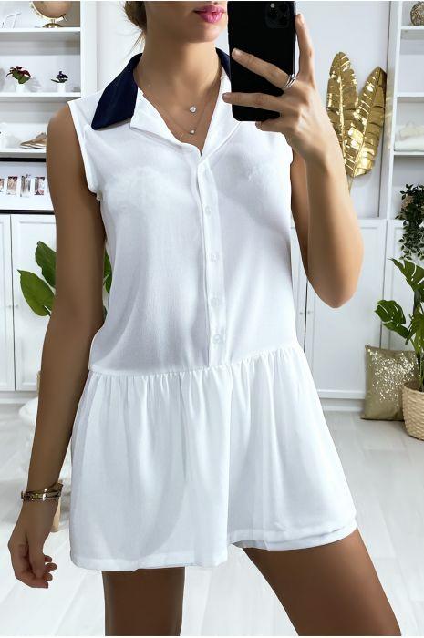 Witte korte jurk in tennis meisjesstijl met zwarte kraag